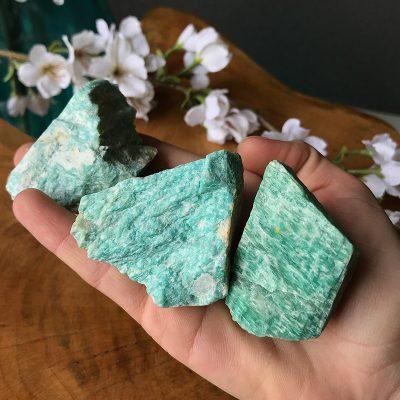 amazonita piedra en bruto energía piamaria nicole pogorelow